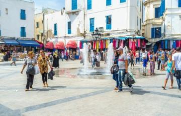 民泊を利用している観光客のイメージ